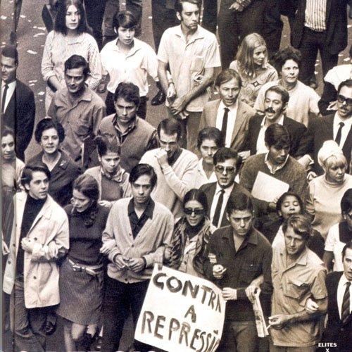 Chico buarque à la manifestaion des 100 000 en 1968