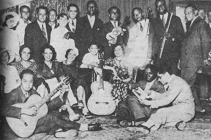 Carmen_Miranda_no_estúdio_da_rádio_Mayrink_Veiga,_1932