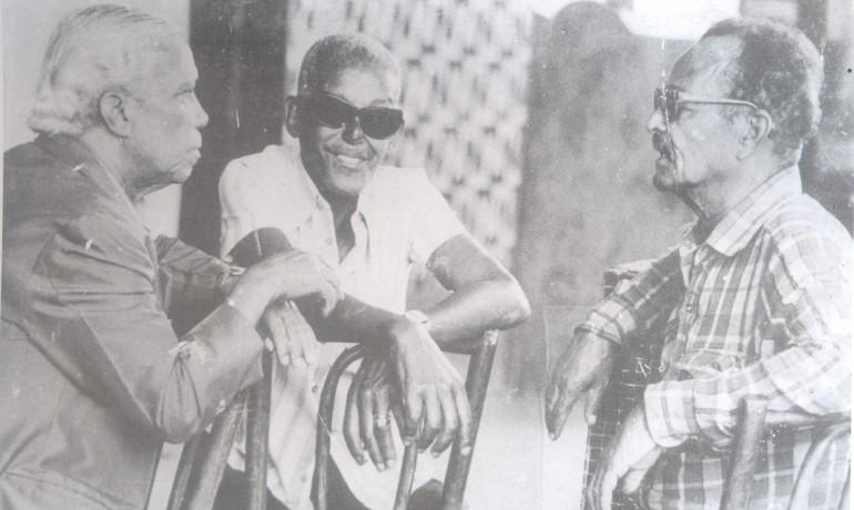 Carlos Cachaça aux côtés de Nelson Cavaquinho et Cartola